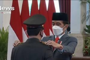 Dilantik Jokowi di Istana, Jenderal Listyo Sigit Prabowo Resmi Jadi Kapolri