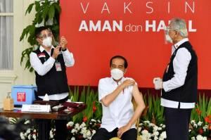 Usai Vaksinasi COVID-19 Dosis Kedua, Jokowi Yakin Efeknya Sama Cuma Pegal-pegal