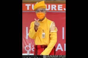 Kenakan Baju Adat Riau, Ganjar Pranowo Branding Diri Menuju Capres?