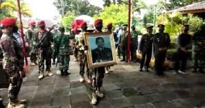 Hujan Deras Iringi Pemakaman Wismoyo Arismunandar di Astara Giribangun