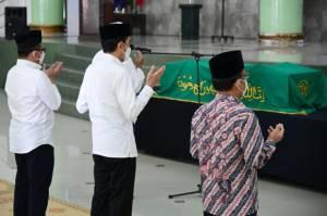Melayat Artidjo, Jokowi: Kita Kehilangan Putra Terbaik Bangsa