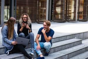 Prediksi Karier dan Jodoh Berdasarkan Tiga Cara Kamu Bersosialisasi Menurut Ahli