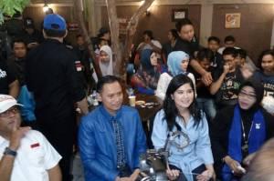 Istri Ketua Umum (Ketum) Partai Demokrat Agus Harimurti Yudhoyono (AHY), Annisa Larasati Pohan turut mengomentari kisruh yang terjadi di partai belambang mercy.