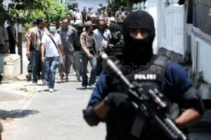 Densus 88 Antiteror Polri menangkap seorang terduga teroris berinisial SB yang sempat dimasukkan dalam daftar pencarian orang (DPO) di wilayah DKI Jakarta dan sekitarnya.