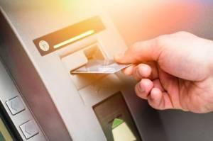 Hati-hati Kena Skimming, Ini Tips Aman Gesek Kartu ATM