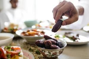 Tips Memilih Menu Berbuka yang Sehat, Salah Satunya Mengawali dengan Kurma