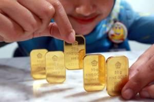 Tak Diburu Seperti Ketupat, Harga Emas Jatuh Rp4 Ribu Perak