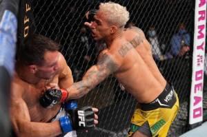 Charles Oliveira Jawara UFC Kelas Ringan Suksesor Khabib Nurmagomedov
