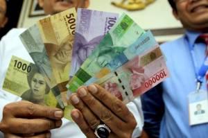 Rupiah Tak Berdaya Melawan Dolar AS Diterpa Lonjakan Kasus Covid-19
