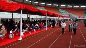 Jokowi Tinjau Vaksinasi Massal di Stadion Pakansari Cibinong