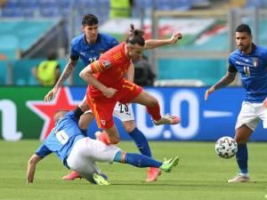 Takzim Gareth Bale di Depan Benteng Bertahan Timnas Italia
