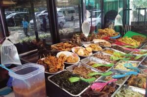 PPKM Level 4 Boleh Makan di Tempat, Luhut: Tapi Jangan Banyak Ngobrol
