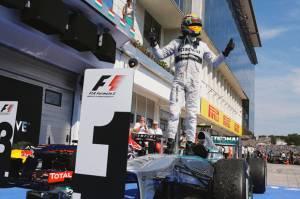Bottas Kesal Hamilton Disoraki Penonton Usai Raih Pole Position