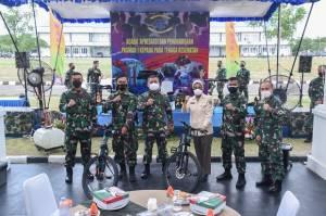 Apresiasi Perjuangan Nakes, Pasmar 1 Berikan Paket Sembako dan Piagam Penghargaan