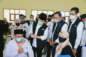 Pemprov Jawa Timur Gencarkan Vaksinasi di Pulau Bawean