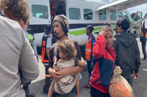 Belasan Warga Sipil Berhasil Dievakuasi dari Kiwirok ke Oksibil