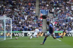 Liga Inggris: Cetak Tiga Gol Saat Leicester vs Burnley, Vardy Bikin Rekor Unik