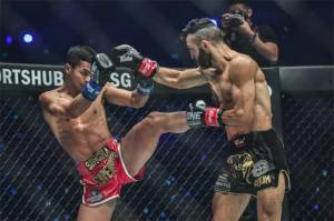 Patahkan Rahang Petrosyan, Superbon Rebut Sabuk Juara Dunia ONE Featherweight Kickboxing