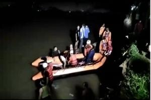 Datangi Rumah Korban Susur Sungai di Depok, Kang Emil Sampaikan Duka Cita Mendalam