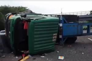 Truk Kontainer Timpa Minibus di Tol Cipularang, 1 Tewas, 7 Terluka