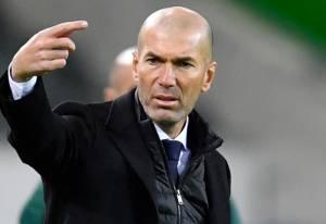 Hoaks! Diisukan Rekrut Zinedine Zidane, Man United Tidak Pernah Lakukan Kontak