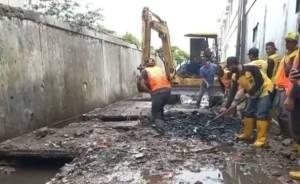 Pantes Selalu Banjir, Drainase di Pasar Lembang 90% Sampah dan Sisanya Lumpur