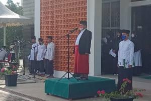 Wakil Bupati Kepulauan Anambas Pimpin Upacara Peringatan Hari Santri