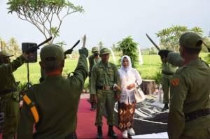 Gempar Pernikahan Hansip di Subang Mirip Raja dengan Prosesi Golok Pora