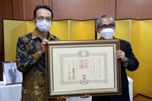 Raih Bintang Jasa dari Pemerintah Jepang, Ini Peran Rektor Unusa Prof. Achmad Jazidie