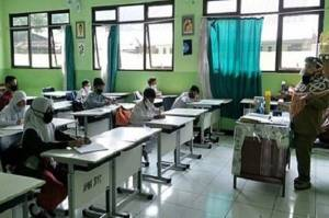 196 Siswa dan Guru Positif COVID-19 saat Pembelajaran Tatap Muka di Kota Bandung