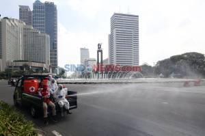 PMI Lakukan Penyemprotan Disinfektan di MH Thamrin dan Sudirman