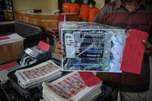 Polrestabes Bandung Tangkap 4 Tersangka Pembuat Uang Palsu