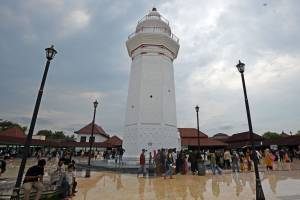 Masjid Agung Kesultanan Banten Ramai Pengunjung