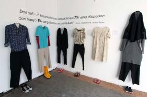 Berbagi Cerita Penyintas Kekerasan Seksual dalam Shoes Art Installation
