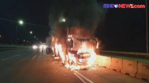 Diduga Hubungan Arus Pendek, Bus AKAP Terbakar di Tol Jagorawi