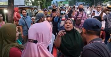 2 Kelompok Emak-emak Bersitegang Protes Penutupan Jalan, Dua Provokator Diamankan