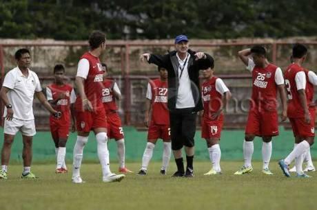 Mantan Pelatih Timnas dan PSM Makassar Alfred Rield Meninggal Dunia