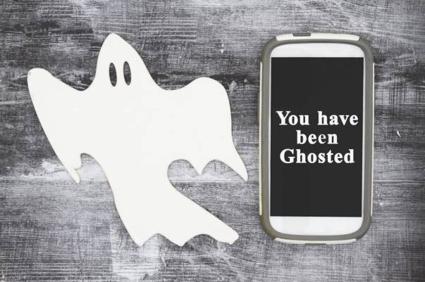 6 Alasan Kamu Kena Ghosting, Menurut Para Cowok