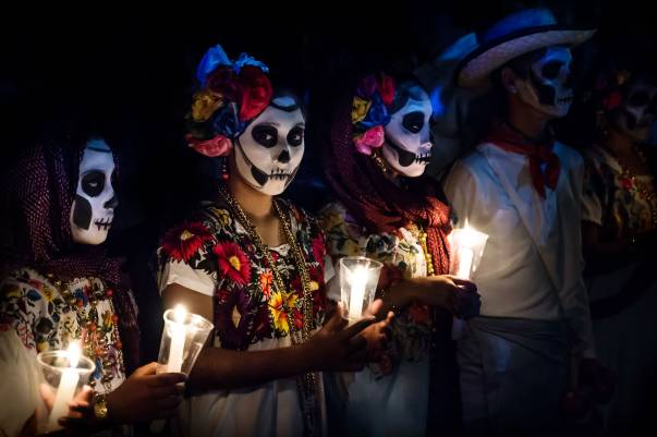 6 Ritual Mistis Unik di Dunia, dari Simpan Mayat sampai Makan Abu Jenazah