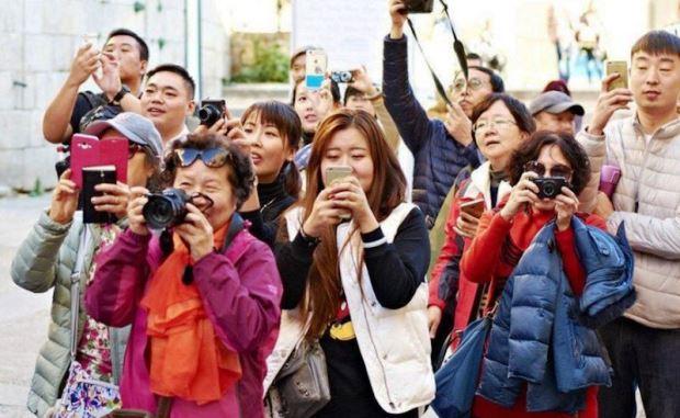 Paling Tajam, Kunjungan Wisman Asal China Anjlok 97,4%