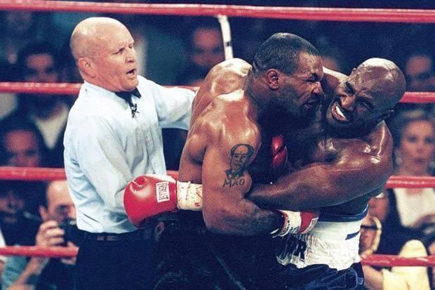 Hadapi Mike Tyson Lagi, Evander Holyfield: Saya Tidak Takut!