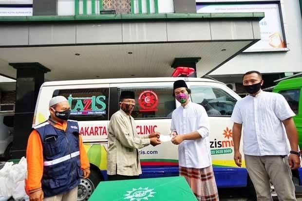 Gibran Salurkan 200 Paket Sembako Untuk Marbot Masjid