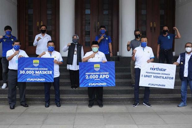 Persib Serahkan Bantuan APD kepada Wali Kota Bandung