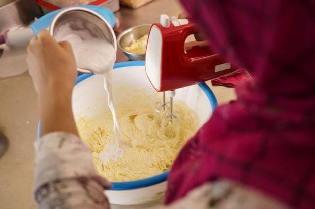 Cara Pinjam Dana Online untuk Bisnis Kue Kering Lebaran di ...