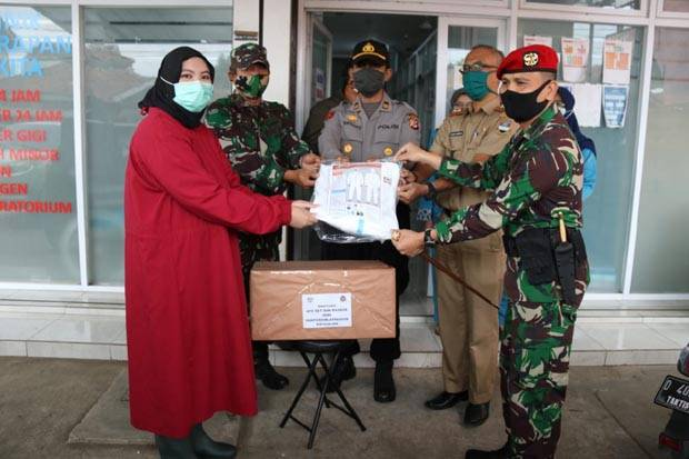Gandeng Aparat Wilayah, Kopassus Terus Berbagi di Tengah Pandemi COVID-19