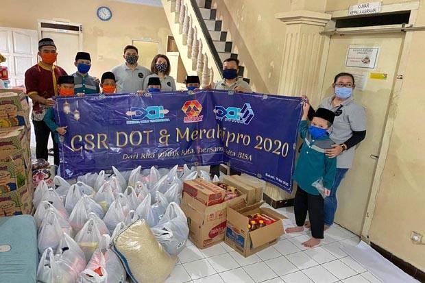 PT DOT Salurkan Paket Sembako untuk Warga Tak Mampu