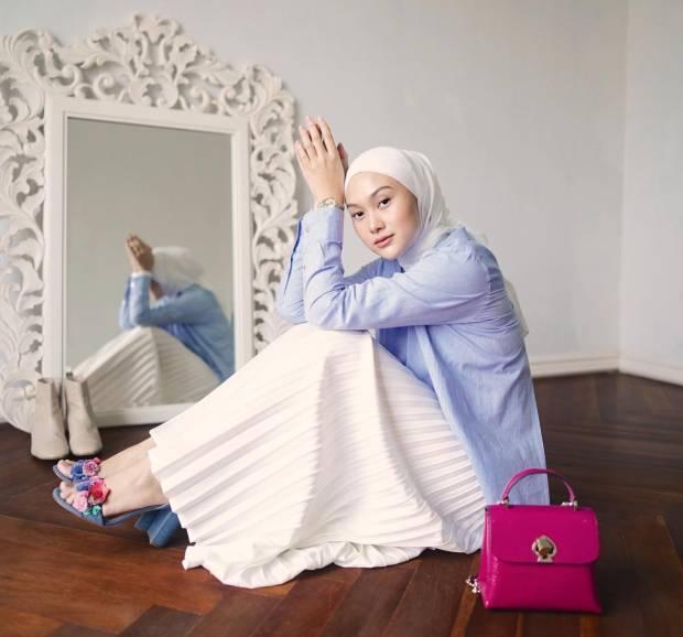 6 Inspirasi Padu Padan Pakaian Plisket yang Bikin OOTD Kamu Makin Gaya