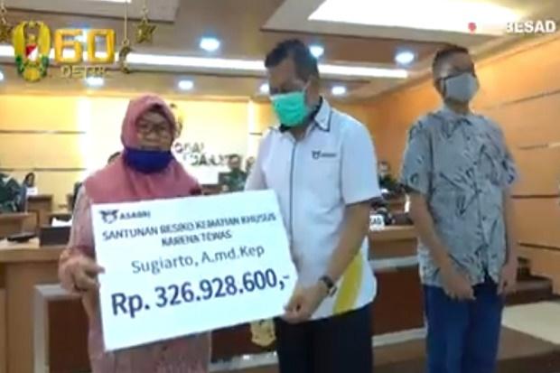 Keluarga Tenaga Medis RSPAD Terima Santunan, Jenderal Andika: TNI AD dan Indonesia Bangga Padamu