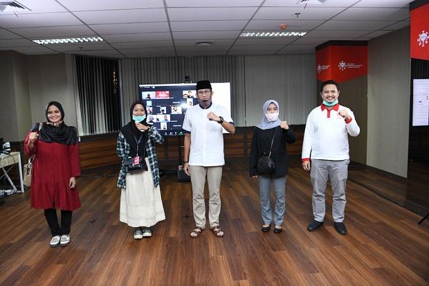 100 Pelajar Terima Beasiswa dari Sandi dan Kahmipreneur: Terima Kasih Pak Sandi