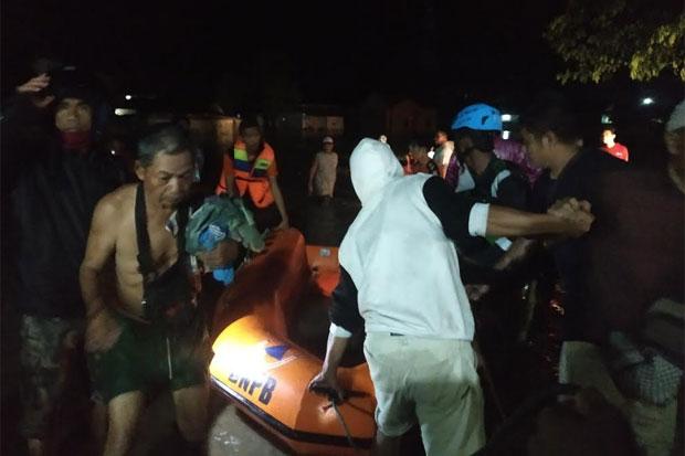 25 Kepala Keluarga di Jalan Jambu Terdampak Banjir Dievakuasi